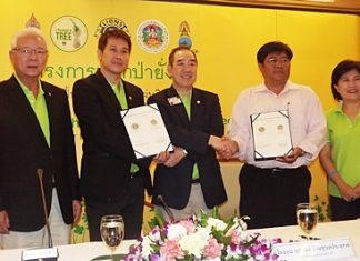 Lions Club International President (2011-12) Dr. Wing Kun-Tam (centre), accompanied by Past Lions Clubs International President Kajit Habanananda (left) were in Pattaya recently to witness the signing of a Memorandum of Understanding (MOU) between Lions District 310C headed by District Governor Banchong Bunthoonprayuk (2nd left) and Kittisak Sripadpha (2nd right), chief of Khao Khiao-Khao Chom Phu Wildlife Sanctuary for their joint 'I planted a tree' project to commemorate the 7th cycle of HM the King's birthday. The project's mission is to plant more than one million trees within 5 years. At right is Lion Siphawan Siripichaipornhom, District 310C secretary.