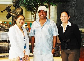 Allan Amin (centre), a celebrated award-winning, action-movie director in India's Bollywood, Tollywood and Mollywood film industries, recently made the Royal Cliff Beach Hotel his home during the shooting of his current film in Pattaya. He was warmly welcomed by Kavitha Khadgepuram (left), Assistant Events Manager and Victoria Arnold, PR & Marketing Communications Manager.