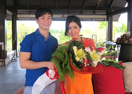 David Totiemsri, Business Development Manager of Pattaya Sea Sand Sun Resort welcomes Seo Jiyeon (right) actress/singer to the resort for a fashion shoot for In Magazine.