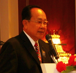 PDG Xanxai Visitkul expounds on the philosophy and principles of Rotary.