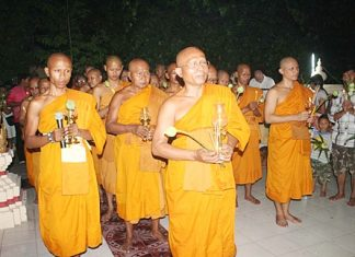 Senior monks lead the Wien Thien ceremony at Wat Dhamsamakhee during Makha Bucha (Buddhist All Saints) Day, March 7. Thousands upon thousands of faithful visited their local temples to make merit, offer tak bat and perform the Wien Thien ceremony.