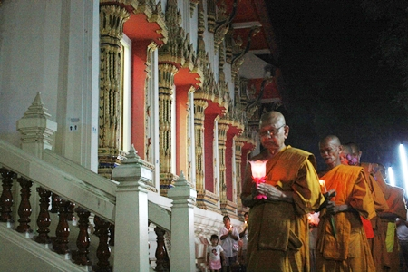 Revered monks lead the Wien Thien procession at Wat Nong Prue.