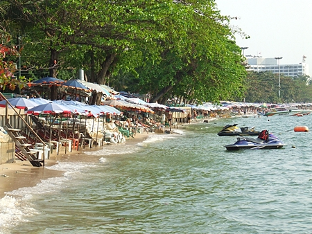 Nowadays there isn't much beach left up near the Dusit curve at high tide.  And since a more permanent solution is tangled up in national red tape, Pattaya City Council is listening to suggestions on how to begin fixing the problem with its own budget.