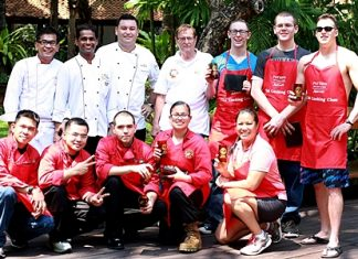 Participants and judges in the Cobra Gold 2012 Chili Cook-off pose for a commemorative photo.