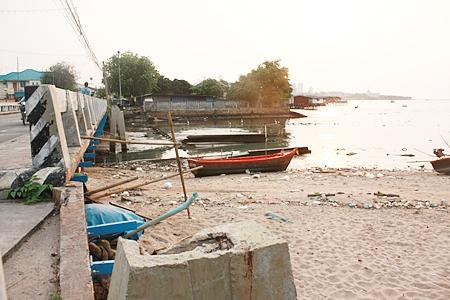 The scene over the side of Naklua Bridge.