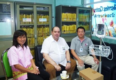 Presenting Dr. Kunagorn Wongtimarat, head of Social Welfare Chonburi with a vital signs monitor.
