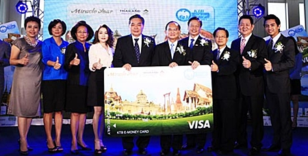 Representatives from the TAT and Krungthai Bank, as well as the director of the Association of Thai Travel Agents (ATTA) and other partner organizations pose for posterity at the MOU signing ceremony.