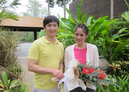 "The lovely actress Pokchat Thiamchai (Jib) is welcomed to Pattaya Sea Sand Sun Resort and Spa by David Totiemsri, Business Development Manager during her photo shoot for ""Women's Health"" magazine recently."