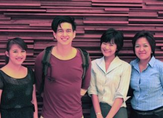 Popular Thai DJ, Montonn Jira was guest of honor at the Holiday Inn Pattaya recently where he was welcomed by (l-r) Cindy, Public Relations (Food & Beverage), Montonn Jira, Duangdao, Sales Executive and Sirikanya Thararit, front office manager.