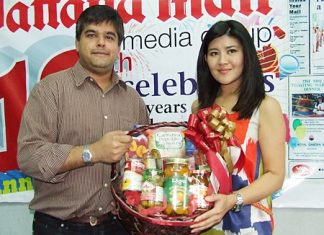 Yada Vongtongkum (right), PR and Marketing Communication Manager, representing Royal Garden Plaza presents Tony Malhotra, Asst. MD of Pattaya Mail, with a gift basket on the auspicious occasion of the traditional Thai New Year, also known as Songkran.