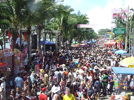 Beach Road was packed from one end to the other with Songkran revelers.