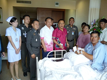 Region 2 Police commander Lt. Gen. Punya Maamen and top Banglamung Station officers visit Prasit Boonserm in hospital.