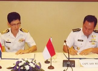 Capt. Nikit Tirakayot (left) and Capt. Aan Kurnia (right) sign an agreement to launch four months of joint naval exercises.