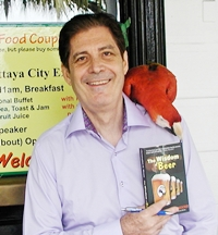"""Scarlet Macaw """"Kanani"""" (feathers) reviews Christopher Moore's new book 'The Wisdom of Beer' at Pattaya City Expats Club. The verdict? I'm no owl, said Kanani."""
