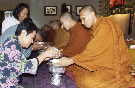 Gen Kanit Permsub and Khunying Busyarat receive blessings from the revered monks.