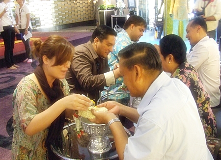 Kwang, Prince and Tony pour scented water on the hands of the elders and receive their blessings.