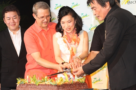 Sarun Tantijamnun, General Manager of  Central Festival Pattaya Beach, Andre Brulheart, General Manager of Centara Grand Mirage Beach Resort Pattaya, Supatra Chirathivat, Centara's Senior Vice President for Corporate Affairs and Social Responsibilities, and Ronnakit Akasing, Deputy Mayor of Pattaya City, cut the birthday cake to celebrate the 9th anniversary of Zico's Thailand, and the second anniversary of Zico's Pattaya.