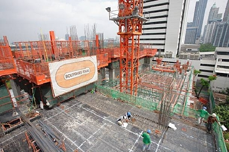 Construction is rapidly progressing at 185 Rajadamri, Raimon Land's high-end freehold project in Bangkok.