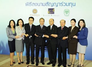 Executives of Siam Piwat and Magnolia Quality Development, together with the CP Group pose at a press conference to announce the new 35 billion baht development.