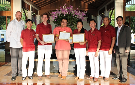 Michael Delargy (3rd left), GM of Sheraton Pattaya Resort and his management team congratulate Somchai Phetruen (4th left), the talented hotel florist on winning three prizes at the International Florist Competition 2011 organized by the World Flower Council and held at Royal Flora Ratchaphruek. Somchai won second prize in the Bridal Bouquet Category, third prize in the Hand Tied Bouquet and third prize in Body Flower Arrangement.