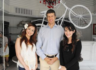 Yet another film crew was seen shooting on location at the La Baguette French Bakery recently. Stephane Bringer, GM of the Woodlands Resort is seen with Hiroko (left) and Benchanat (right) two very charming presenters from the 'Food Diary by CP' program which is broadcast on True Vision 8.