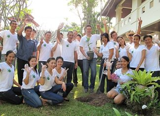 As part of the Hug-a-Tree - Planet 21 initiative, Clinton Lovell (centre), GM of the Pullman Pattaya Hotel together with his staff planted numerous trees in the hotel garden and worked together to clean the beach and roads around the hotel in their efforts to preserve the environment. Funds were also raised during the campaign which will be used to plant more than 2,000 trees in Chiang Mai through the Pur Project.