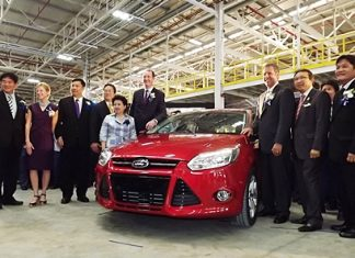 U.S. Ambassador Kristie Kenney (2nd left), Ford ASEAN President Peter Fleet (6th left), Ford Asia Pacific and Africa President Joe Hinrichs (3rd right), Industry Minister Pongsvas Syasti (2nd right) and honored guests admire the new Ford Focus.
