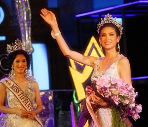 Panwilas Mongkol, Miss Tiffany Universe 2012 struts her stuff along the stage, waving to and thanking her fans.