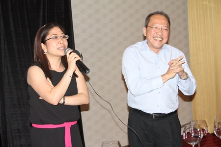 Chatchawal Supachayanont (right), GM of the Dusit Thani Pattaya and leader of the GM Gang seems thrilled as Jan Jeerapat (left), MD of Hotel J, thanks her guests for their participation in the J Cineplex event.