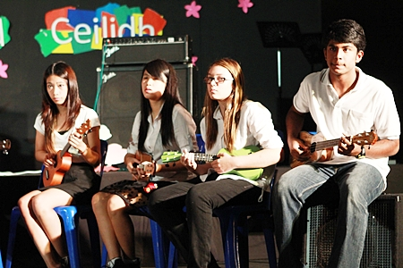 The popular ukulele band plays an impressive three-chord megamix of songs from different decades.