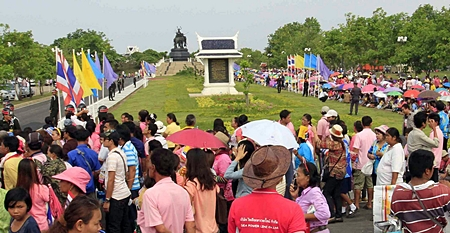 Residents take positions on the ground near the site where HM King Bhumibol Adulyadej was about to pay a visit in Ayutthaya. (AP Photo)