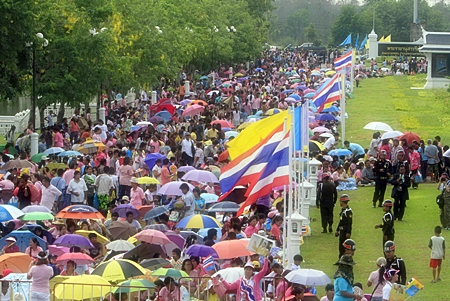 Thousands of Thais lined the roads from Bangkok to the historic capital Ayutthaya to catch a glimpse of HM King Bhumibol Adulyadej on his historic visit to the ancient capital. (AP Photo)