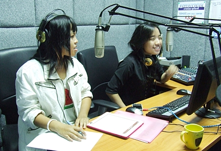 "Pimpchanok Janthakul and Punnapha Nathpath host the ""Teen Gang"" program on Thappraya Radio."