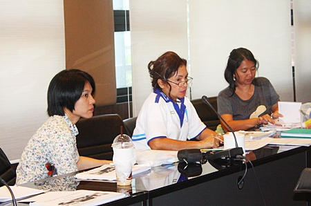Nanthanapas Khaengkhun (center), president of the Ban Munkhong Ban Nernrodfai community, is leading efforts to create a low-income housing plan for residents of her community.