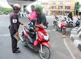 Pattaya police have set up check points in South Pattaya to enforce traffic regulations.