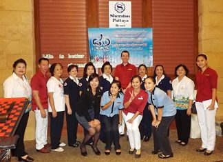Hotel General Manager Michael Delargy (back row center) along with members of the Thai Red Cross Society Banglamung chapter and hotel employees gather for a fun commemorative photo.