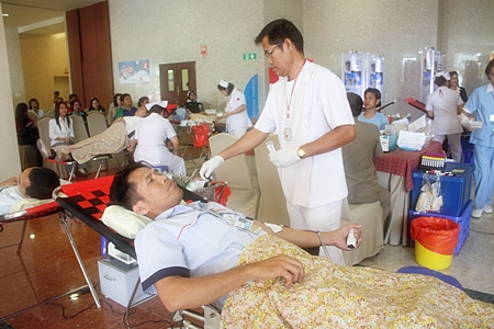 Bangkok Hospital Pattaya and Rajadhevi Sriracha Hospital have launched a blood drive to replenish national Red Cross supplies.