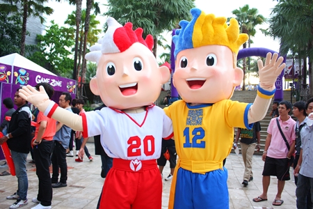 Slavek and Slavko, the twin mascots for Euro 2012, welcome soccer fans to the pre-tournament party at Central Festival Pattaya Beach on May 23.