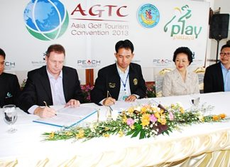 Itthiphol Kunplome, the Mayor of Pattaya signs the agreement with Peter Walton, CEO at IGATO, to host the 2nd Asia Golf Tourism Convention. Also in the photo are are Panga Vathanakul, the Managing Director of the Royal Cliff Hotels Group, and Mike Mesommonta, from the EGA (East Coast Golf Course Management Association).