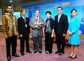 (L to R) S. Vereen, Airport Operation Committee KLIA; Ishak Ismail, Director of Tourism Malaysia (ASEAN); Yang Berbahagia Dato'Azmi Murad, Senior General Manager Operations, Malaysia Airports; M.L. Nandhika Varavarn, Vice President Corporate Communications, Bangkok Airways; and Wiboon Nimitrwanich, Director of the Tourism Authority of Thailand, Malaysia Office.