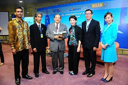 (L to R) S. Vereen, Airport Operation Committee KLIA; Ishak Ismail, Director of Tourism Malaysia (ASEAN); Yang Berbahagia Dato'Azmi Murad, Senior General Manager Operations, Malaysia Airports; M.L. Nandhika Varavarn, Vice President Corporate Communications, Bangkok Airways; and Wiboon Nimitrwanich, Director of the Tourism Authority of Thailand, Malaysia Office.