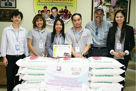 Tom Rossetti (second right), organizer of the 'Rice Aid' musical charity evening, was on hand to receive a donation of 450 kilograms of rice from representatives of the Bangkok Hospital Pattaya. The charity event is being organised by the Musicians4Charity and will take place on the evening of Sunday 17th June at Sraan Restaurant on Thepprasit Road. All proceeds from the concert will be used to purchase rice for the 850 children and students with disabilities who are currently living at the Father Ray Foundation in Pattaya.