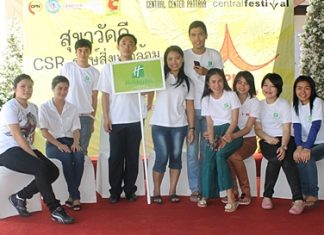 Staff of the Holiday Inn Pattaya joined in a clean-up campaign organized by the Central Festival Pattaya Beach and their group of companies recently. They concentrated on cleaning local temples and planting trees.