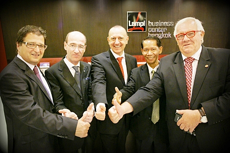 Members of Parliament from Austria Dr. Wittmann (far left) and Anton Heinzl (far right); member of Thai-Parliament Prapunt Harnchai (2nd right) together with the hosts Peter Lampl (middle) and Stefan Buerkle (2nd left) give thumbs up to the meeting.
