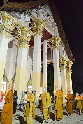 Monks lead citizens through the Wien Thien ceremony at Wat Photisampan in Naklua.