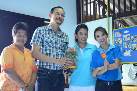 (L to R) Teacher Boonchu Muangmaitong, Pol. Lt. Col. Phaksuwat Chomthanom (investigating inspector of Huay Yai station), Dr. Natnicha Loichuen, and YWCA Bangkok-Pattaya Center Chairwoman Praichit Jetapai.