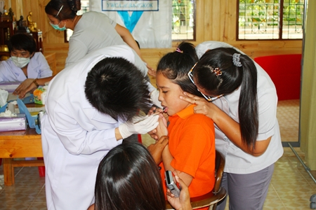 Children receive an oral check up from Bangkok Hospital Pattaya dentists.
