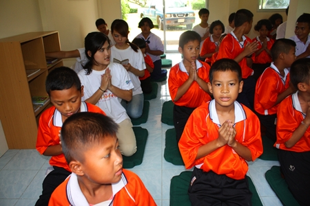 Mabprachan students pray for prosperity for the new dharma room.