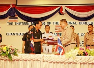 Thai Vice Adm. Pongsak Pooriroj and Cambodian Adm. Kaew Samual agree to cooperate on economics and border stability.