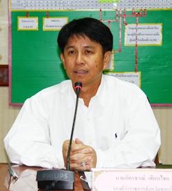Chonburi Deputy Gov. Phakhornthorn Thienchai presides over a budget-planning session at Pattaya City Hall.